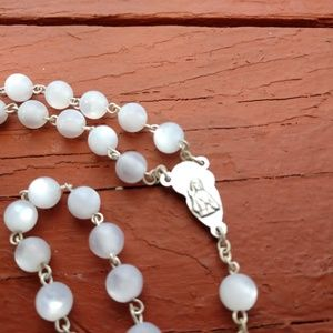 Unknown/Italy Jewelry - White Fiber Optic Beaded Rosary Mary n Baby Jesus